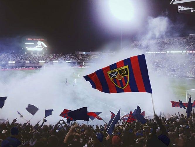 free-football-soccer-flag-mockup-psd-e3